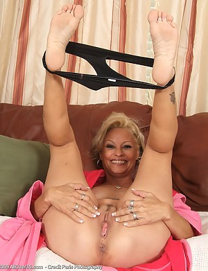 Coo C. reccomend fetish mature foot