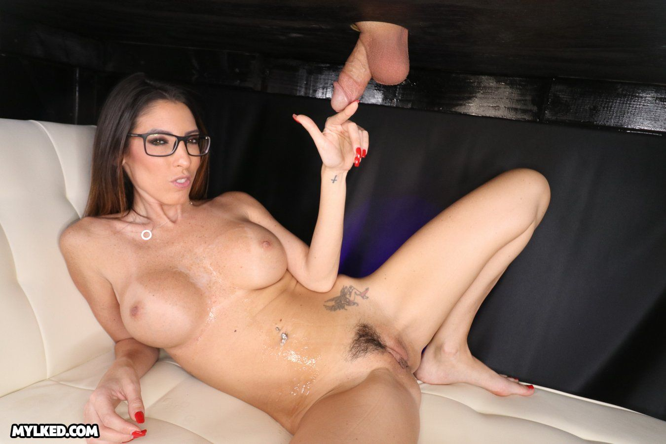 Sixlet reccomend cock milking table