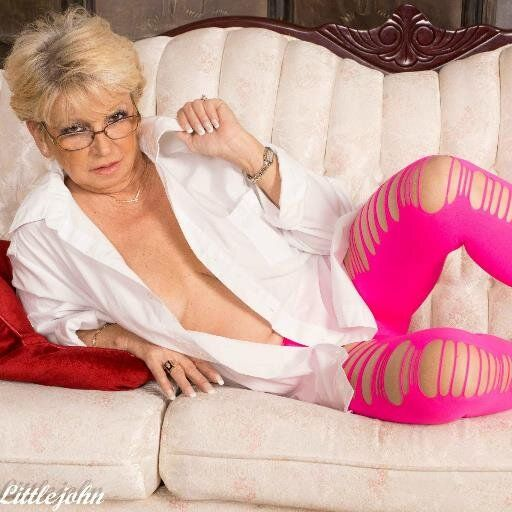 Deanna bentley mature model
