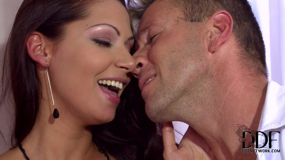 Tornado recommendet kissing threesome facial