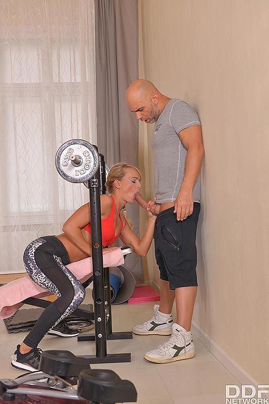 Handy M. reccomend gym double penetration