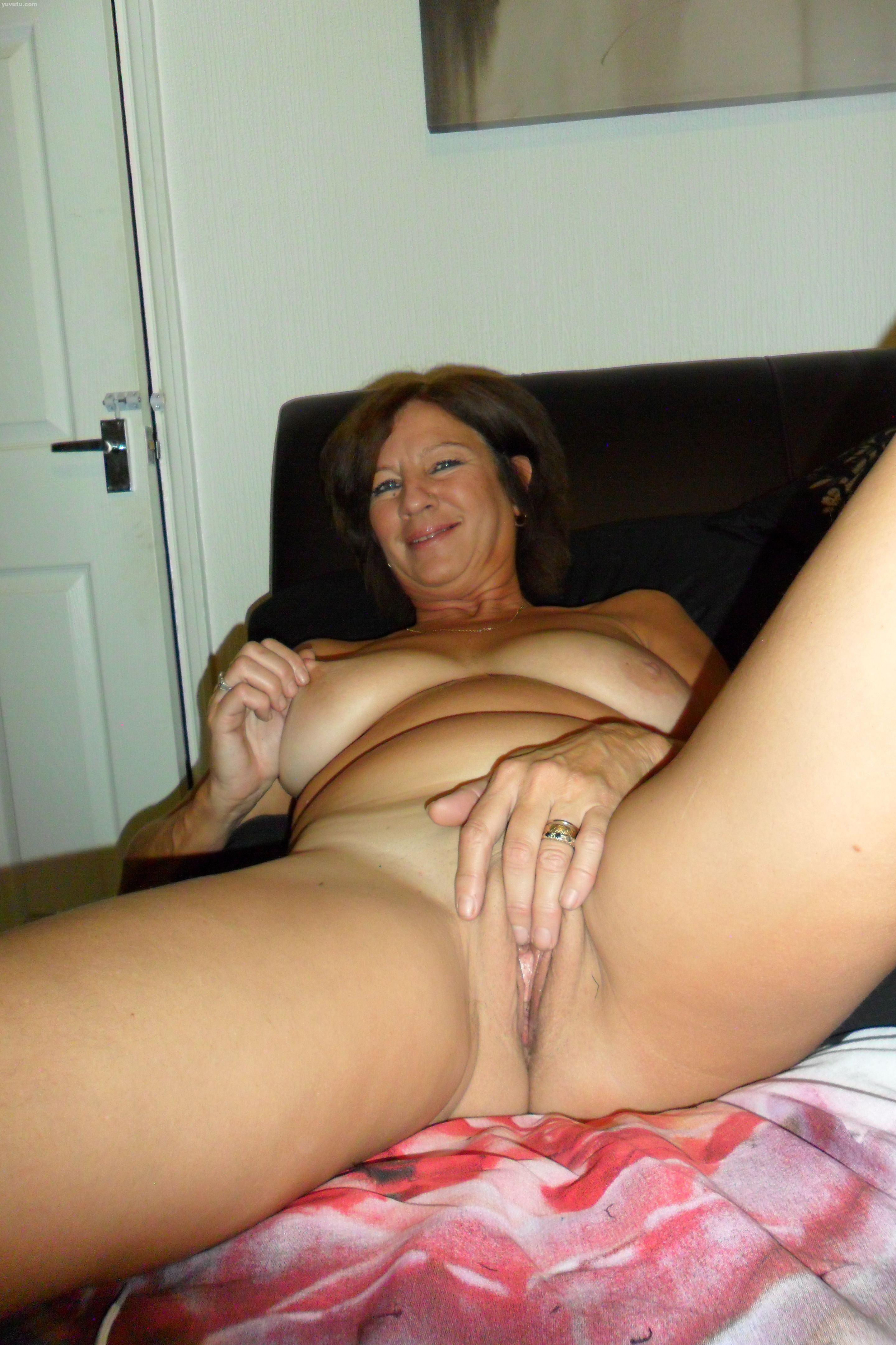 Free naked amateur milf women