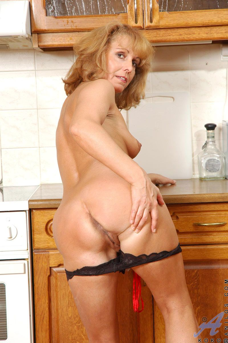 Basket recomended pussy Nude blonde milf