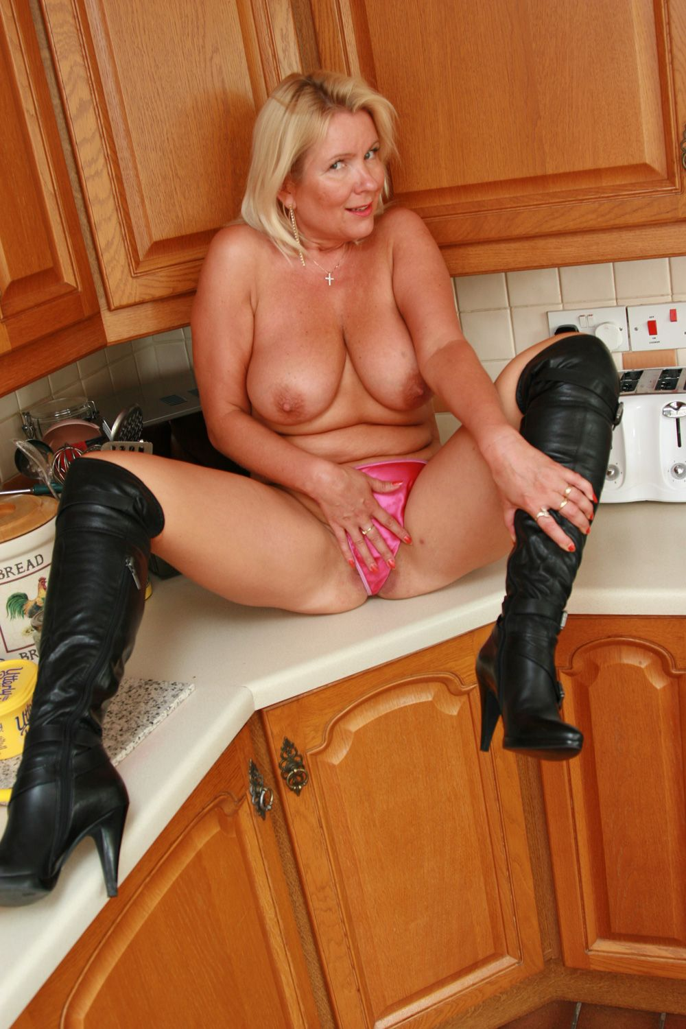 Hot nude bored housewife