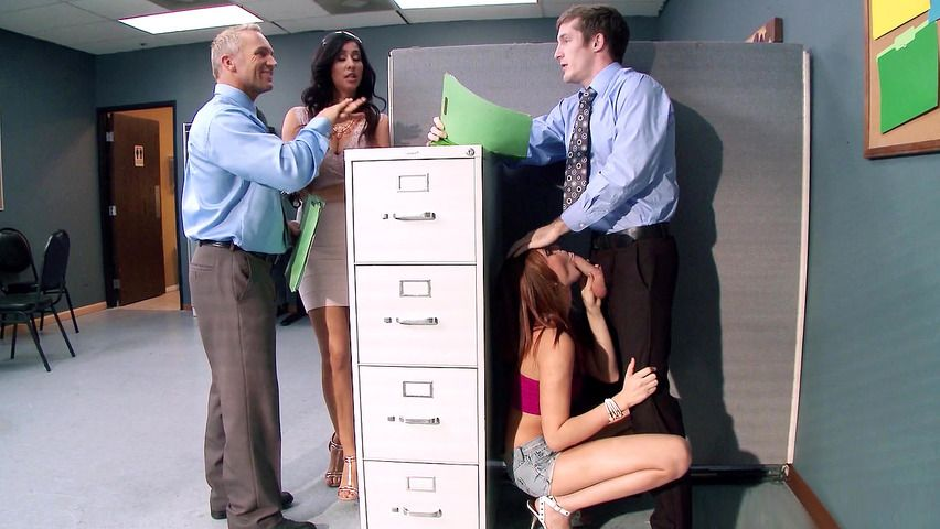 Knuckleball reccomend sucks boss dick office