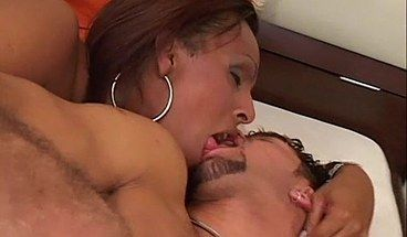 2 shemales kissing