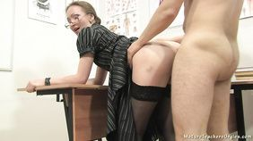 CUMMING IN MY PANTYHOSE AND PULL THEM UP BEFORE DRESS SKIRT - NICKY MIST 4K.