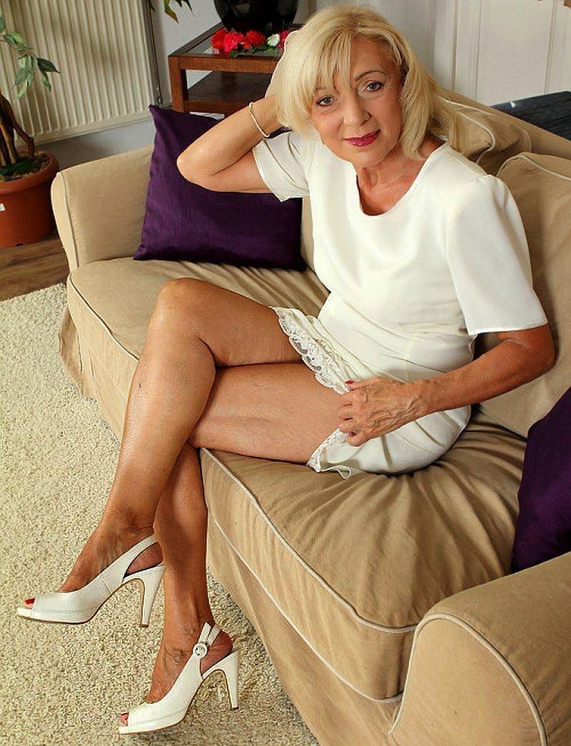 Sexi mature woman legs