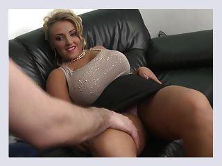 Huge natural tits milf