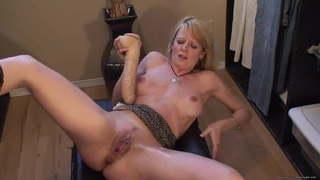 Frau spritzt beim orgasmus ab