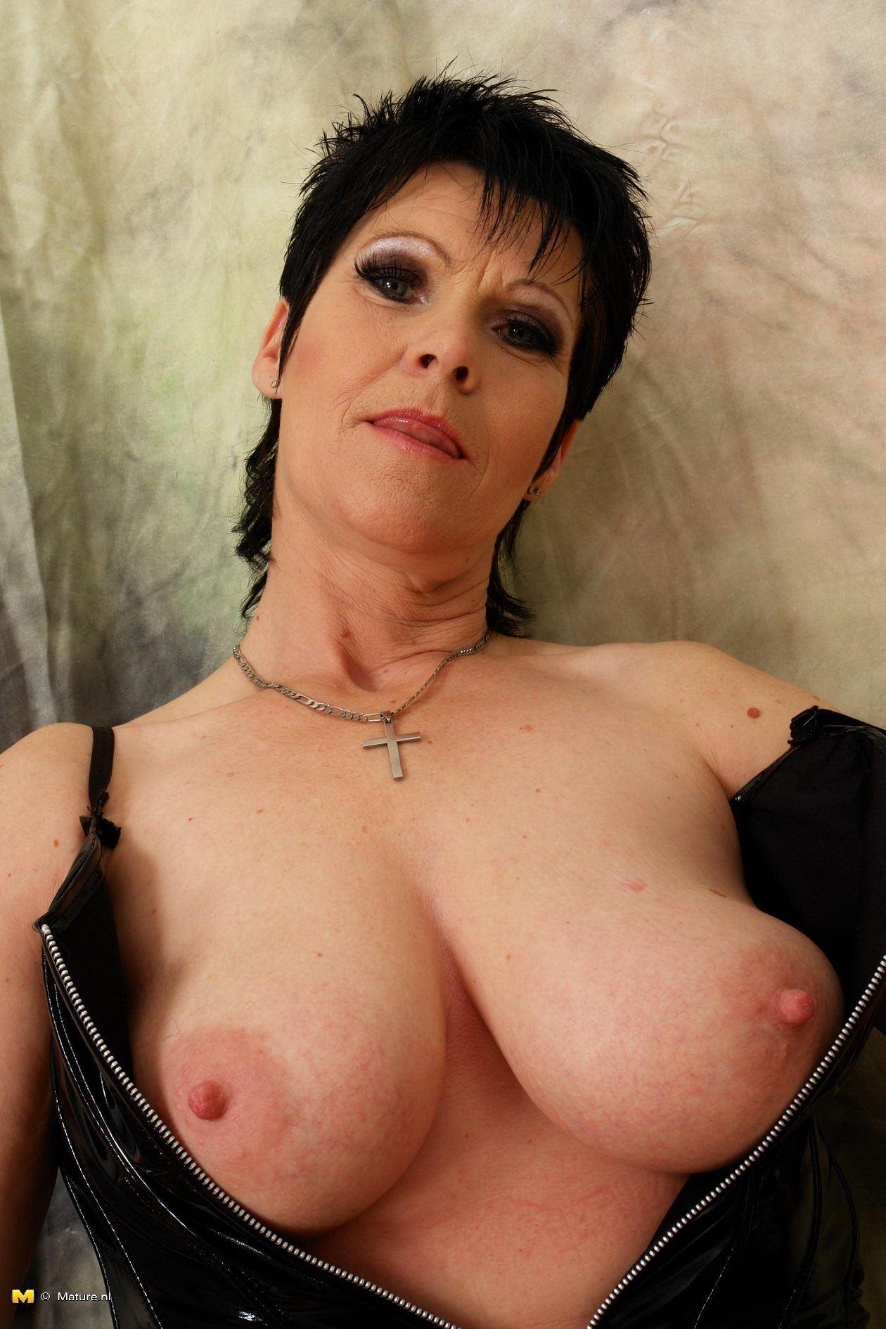 Stargazer reccomend Mature amateur topheavy women tits boobs
