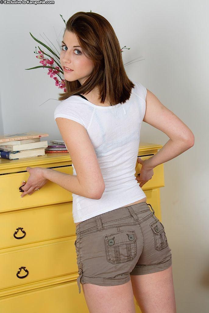 Slutty teen girls clothed