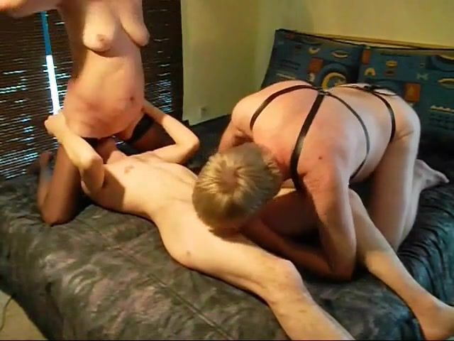 Amateur bisex threesome