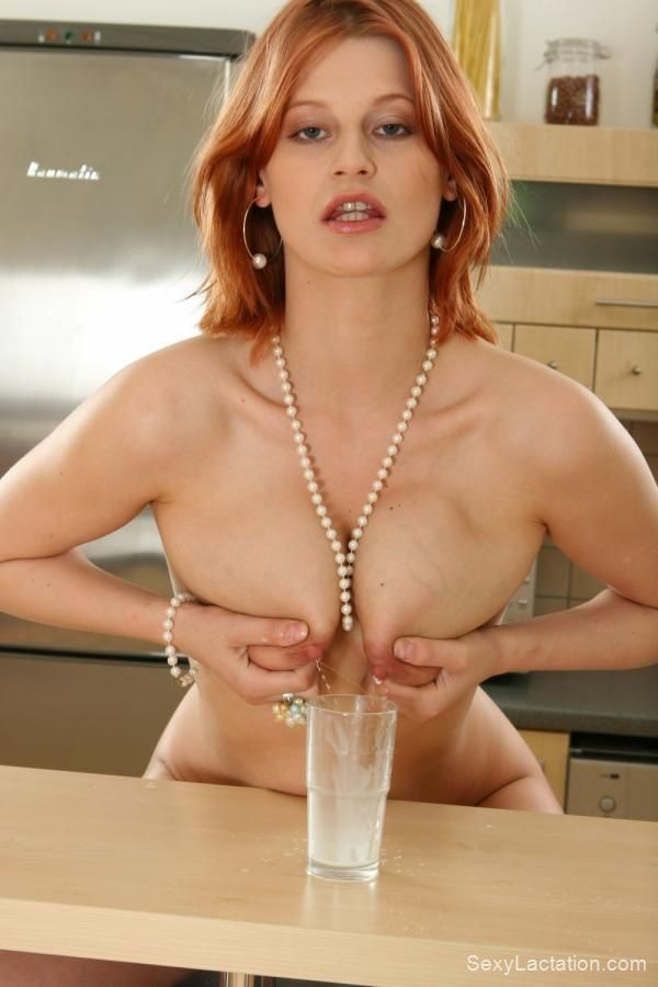 Sexy redhead squirts