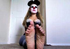 Spike recommendet girl feet clown