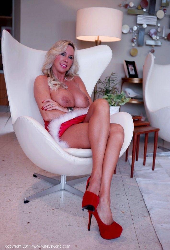 Wifeysworld spreading her legs