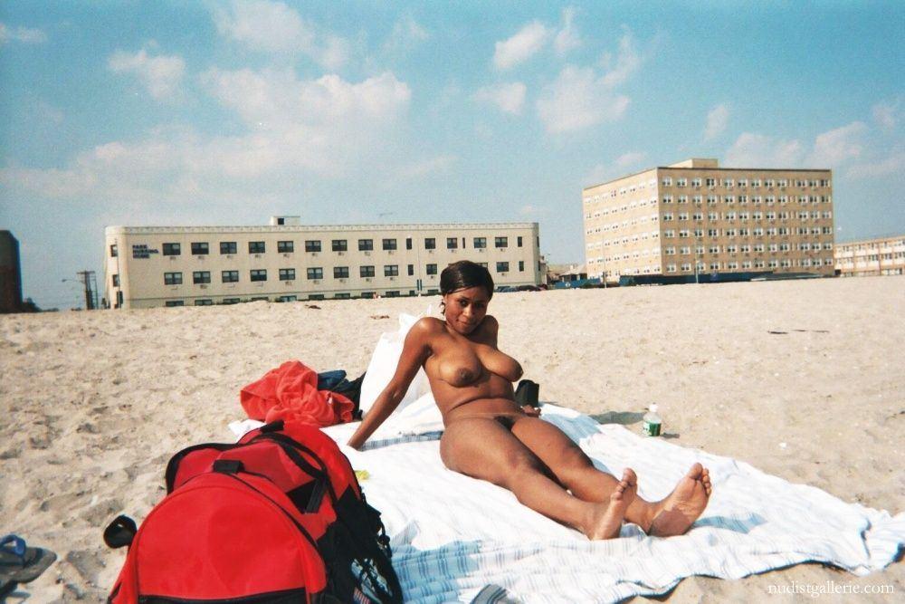 Sienna reccomend com Ebony sexy girls beach