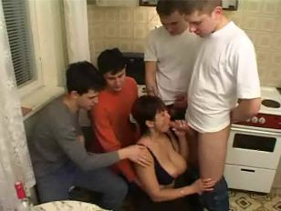 Chip S. recommendet mom gangbang friends