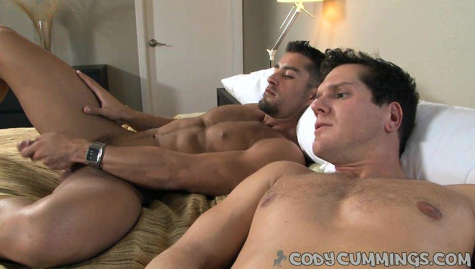Troubleshoot reccomend bed in Man masturbates