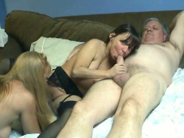 Mature whore lick penis cumshot