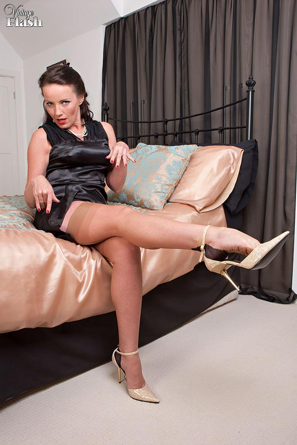 Whiskey recomended Milf stockings flash