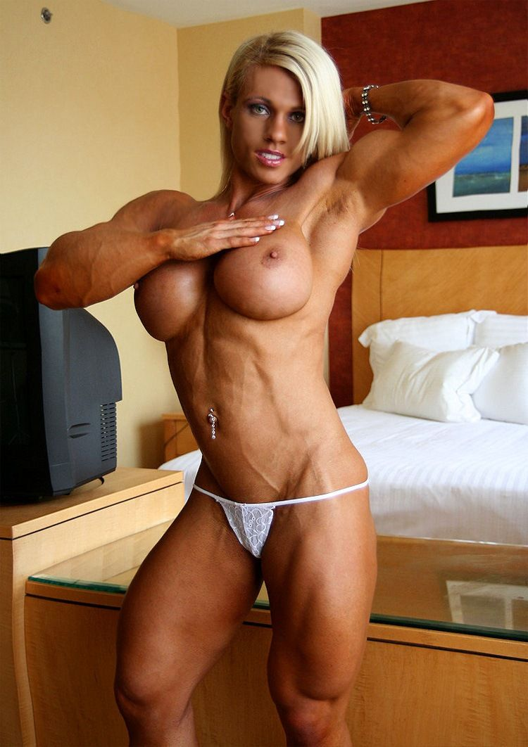 Ripped muscle girl gets fucked