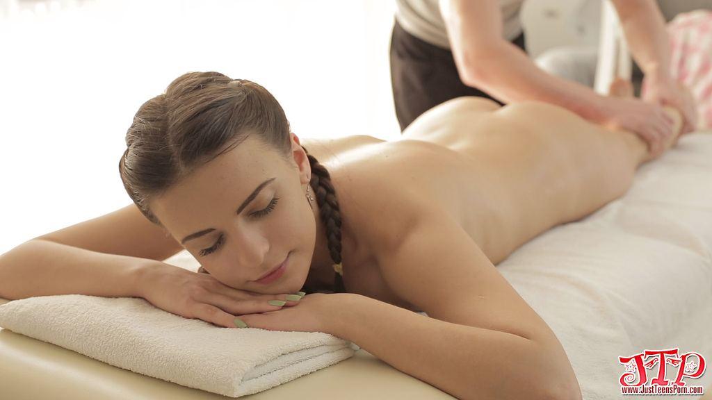 Tiny brunette was creampie at massage