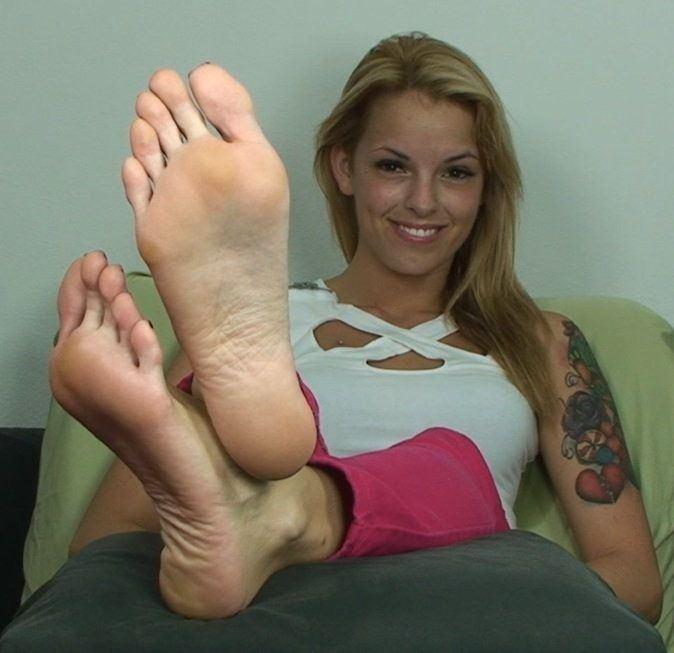 Violet feet joi